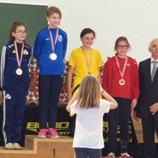 Tri medalje TK DIV Knin u Otočcu: Petra Lea Jelić i Ana Marija Mikulić srebrne, Mate Teskera brončanigall-0
