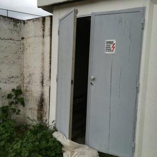 Otvorena vrata trafo stanice; Pripazite!gall-0