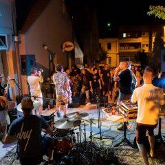 Postaje li Marulićev trg centar ljetnih koncertnih zbivanja? Pogledajte fotke – kako je bilo sinoćgall-27