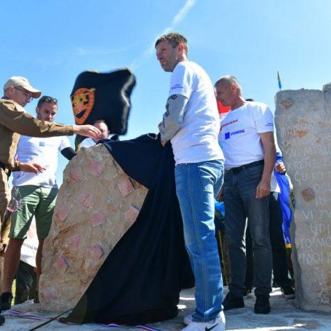 Na Dinari otkriven spomenik hrvatskim braniteljimagall-1