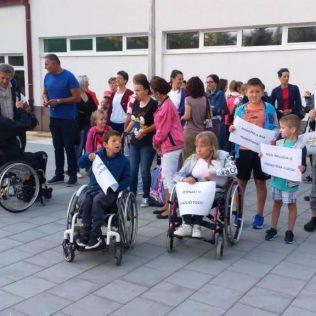 Održano mirno okupljanje u znak podrške djeci s teškoćama u razvojugall-1