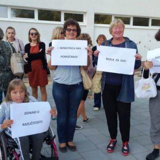 Održano mirno okupljanje u znak podrške djeci s teškoćama u razvojugall-2