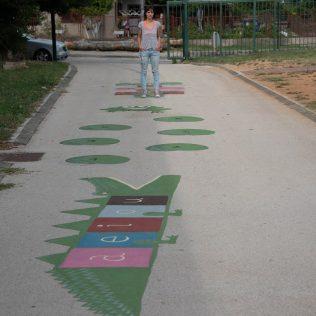 Na inicijativu Grada umjetnica Amanda Tica oslikala motoričke staze ispred školagall-4