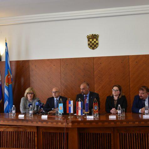 Gradonačelnici Knina i Novog Sada dogovarali suradnju gradova na znanstvenom, obrazovnom i gospodarskom planugall-0