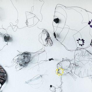 """U petak na tvrđavi predstavljanje slikovnice """"Mjesečar – Poezija Antuna Branka Šimića kroz dječju likovnu igru"""" te izložba instalacija """"Oda Životnoj radosti""""gall-0"""