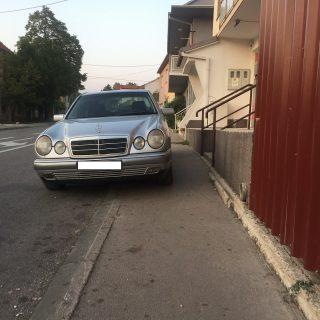 Komentar o parkiranju vozila na nogostupgall-0