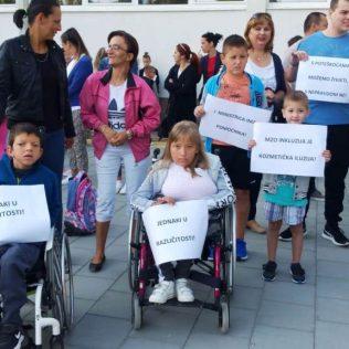 Održano mirno okupljanje u znak podrške djeci s teškoćama u razvojugall-7