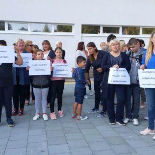 Održano mirno okupljanje u znak podrške djeci s teškoćama u razvojugall-6