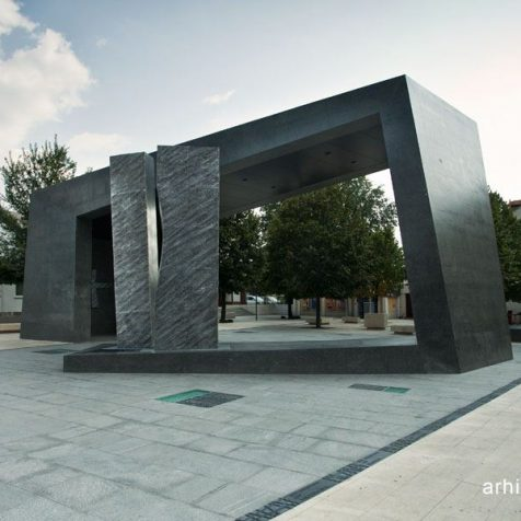 """U Kninu danas i sutra """"Demokratizacija kulture sjećanja"""" – tribina s građanima o spomenicima u njihovoj sredinigall-0"""