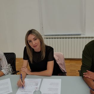 U knjižnici održano Natjecanje u čitanju naglas; Pobjednici Duje Brečić i Lana Sigutgall-2