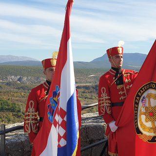 Novim vođama HV-a uručene značke i diplome na Kninskoj tvrđavigall-3