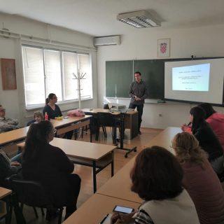 U Kninu započele edukacije za nezaposlene osobe: Naučit će sve o uzgoju i preradi ljekovitog biljagall-3