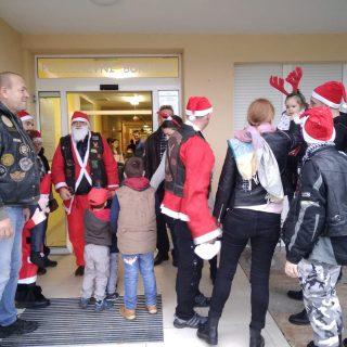 Članovi MK Stormriders darivali djecu iz UOSI Sveti Bartolomejgall-6