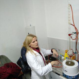 Polaznici edukacija projekta 'Ja želim raditi' na radionici destilirali cvjetove lavande i proizveli eterično ulje i hidrolat lavandegall-3