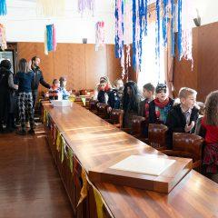 Foto: Maškare preuzele vlast: Novoizabrani gradonačelnik obećao čokoladnu kišu i bazengall-1