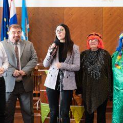 Foto: Maškare preuzele vlast: Novoizabrani gradonačelnik obećao čokoladnu kišu i bazengall-11