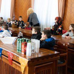 Foto: Maškare preuzele vlast: Novoizabrani gradonačelnik obećao čokoladnu kišu i bazengall-12