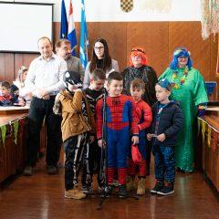 Foto: Maškare preuzele vlast: Novoizabrani gradonačelnik obećao čokoladnu kišu i bazengall-14