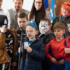 Foto: Maškare preuzele vlast: Novoizabrani gradonačelnik obećao čokoladnu kišu i bazengall-15
