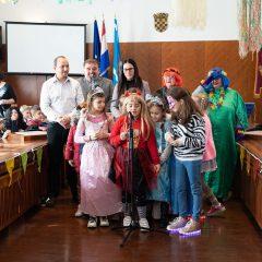 Foto: Maškare preuzele vlast: Novoizabrani gradonačelnik obećao čokoladnu kišu i bazengall-16
