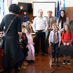 Foto: Maškare preuzele vlast: Novoizabrani gradonačelnik obećao čokoladnu kišu i bazengall-20