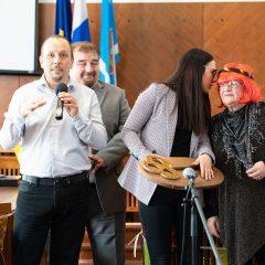 Foto: Maškare preuzele vlast: Novoizabrani gradonačelnik obećao čokoladnu kišu i bazengall-27