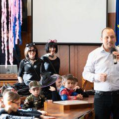 Foto: Maškare preuzele vlast: Novoizabrani gradonačelnik obećao čokoladnu kišu i bazengall-28