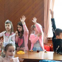 Foto: Maškare preuzele vlast: Novoizabrani gradonačelnik obećao čokoladnu kišu i bazengall-39
