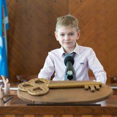 Foto: Maškare preuzele vlast: Novoizabrani gradonačelnik obećao čokoladnu kišu i bazengall-40