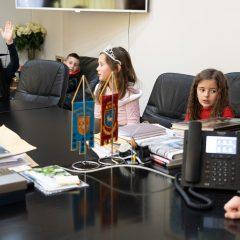 Foto: Maškare preuzele vlast: Novoizabrani gradonačelnik obećao čokoladnu kišu i bazengall-46