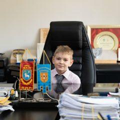 Foto: Maškare preuzele vlast: Novoizabrani gradonačelnik obećao čokoladnu kišu i bazengall-48