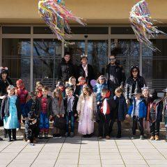 Foto: Maškare preuzele vlast: Novoizabrani gradonačelnik obećao čokoladnu kišu i bazengall-49