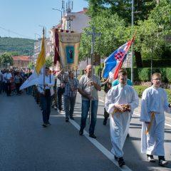 Foto: Knin danas slavi svoj dan – blagdan sv. Ante, zaštitnika gradagall-49