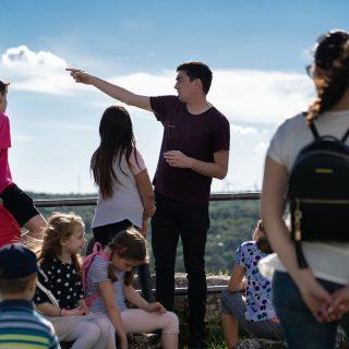 Projekt 'Knin grad s pričom': Djeca i mladi obišli Kninsku tvrđavu uz stručno vodstvogall-0