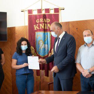 Potpisani ugovori s 20 mladih obitelji: Pola milijuna kuna za adaptaciju stanovagall-0