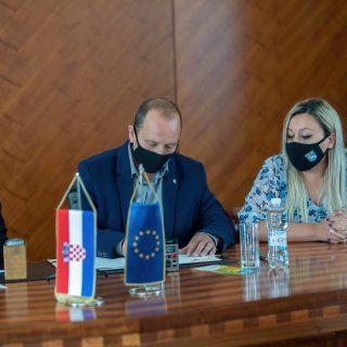 Knin dobiva Poduzetnički centar: Potpisan ugovor o izvođenju radova vrijednih 23,3 milijuna kunagall-1
