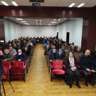 Robert Marić predstavio svoju kandidaturu za predsjednika i pozvao na zajedništvo u kninskom HDZ-ugall-2