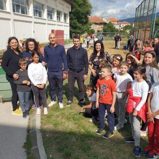 Gimnastičkom klubu Knin i OŠ Domovinske zahvalnosti donirana gimnastička opremagall-0