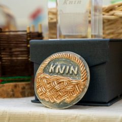 Na završnoj konferenciji projekta 'Knin grad s pričom' predstavljena dva idejna rješenja kninskog suvenira s motivom košaregall-17